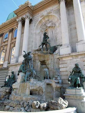 Budapest�s Royal Palace details